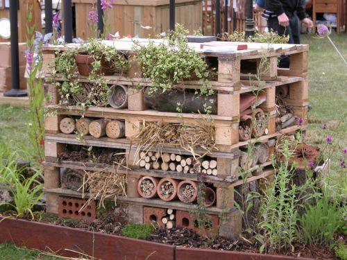Pallets maak een verticale tuin groengevel
